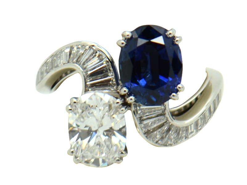 Massoni sapphire and diamond contrariè ring